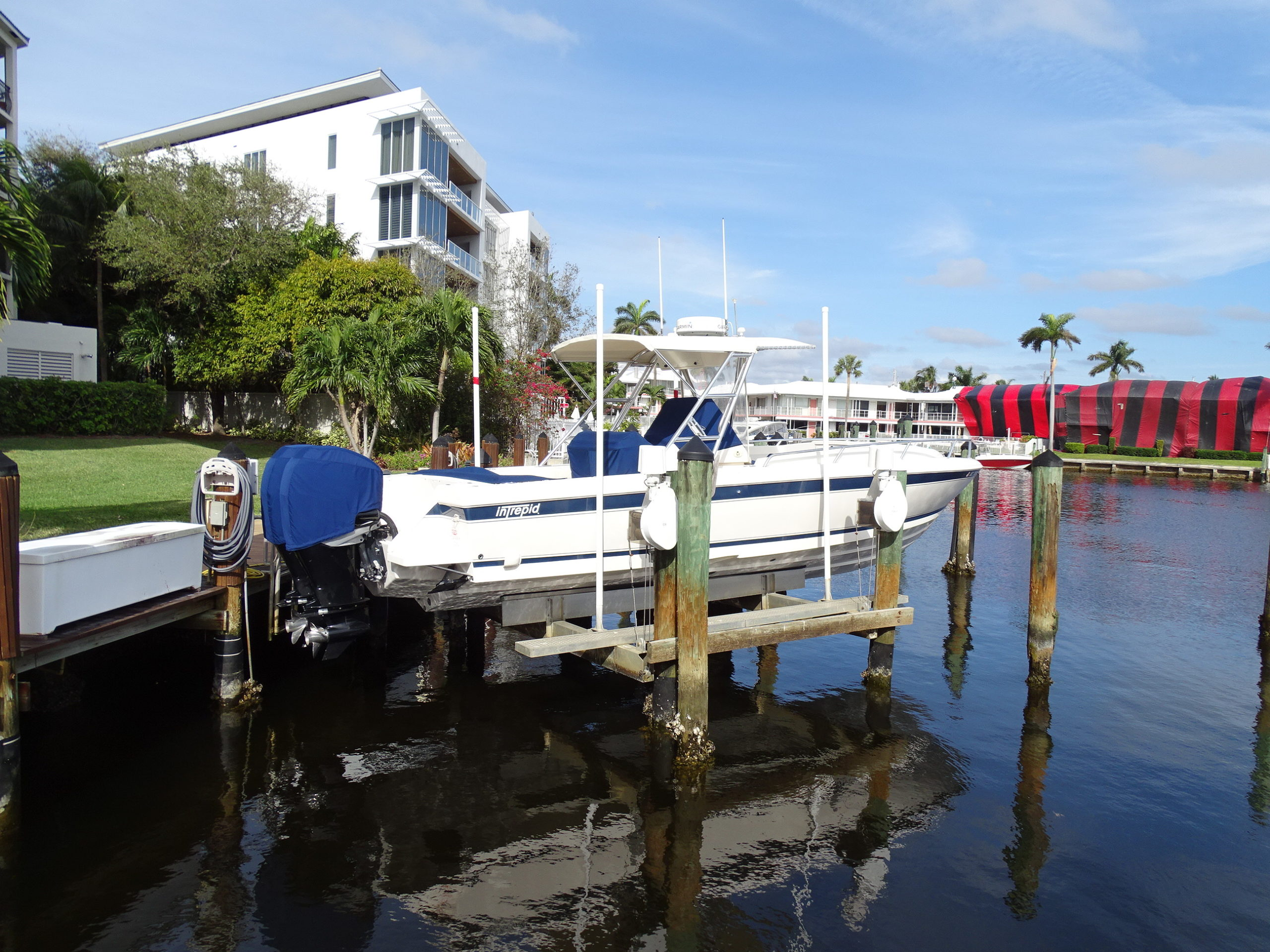01 White Intrepid with twin 300 Mercury Verado engines with only 215 hours of use for sale